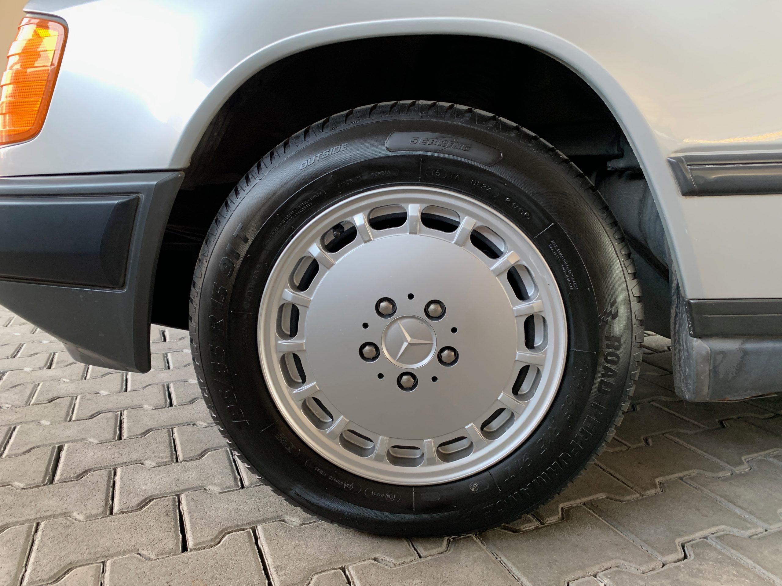 Mercedes Benz W124 260 E Automatik Schiebedach full