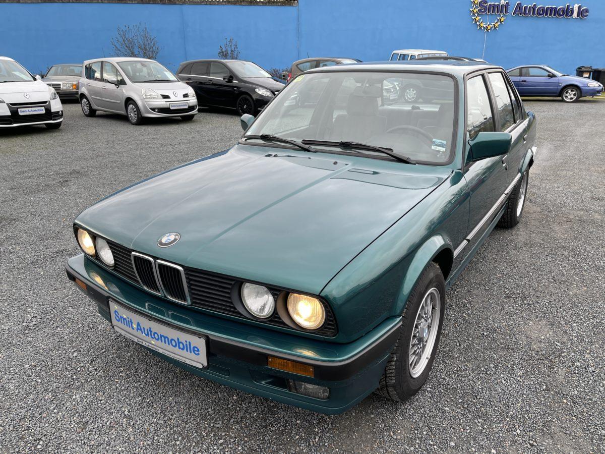 BMW 320i E30 // 88.159 km